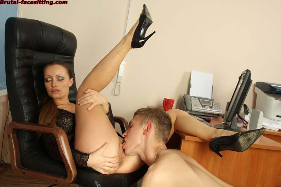 Начальница дала добро на секс