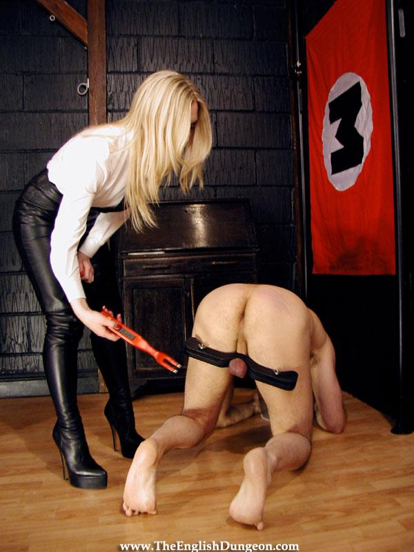 Две девушка один раб