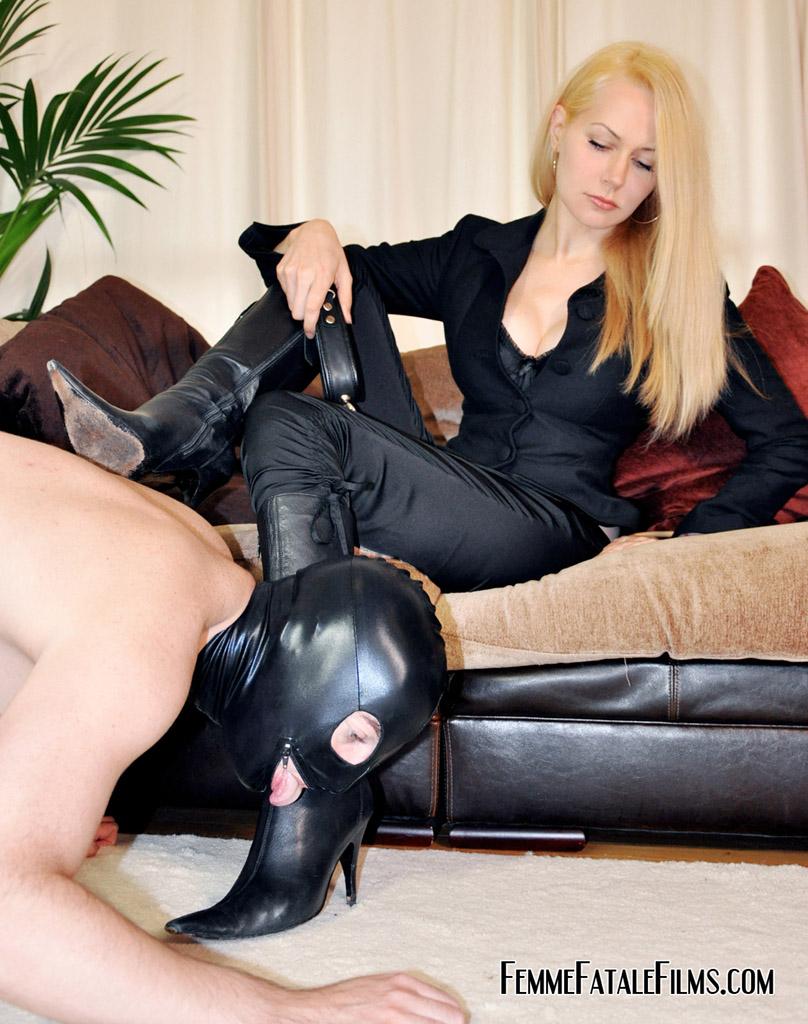 Нужна рабыня для вылизывания ног фото 753-299